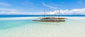 beautiful turquoise sea on the Philippine island