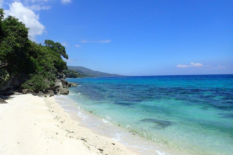 white beach and turquoise tropical sea in Cebu