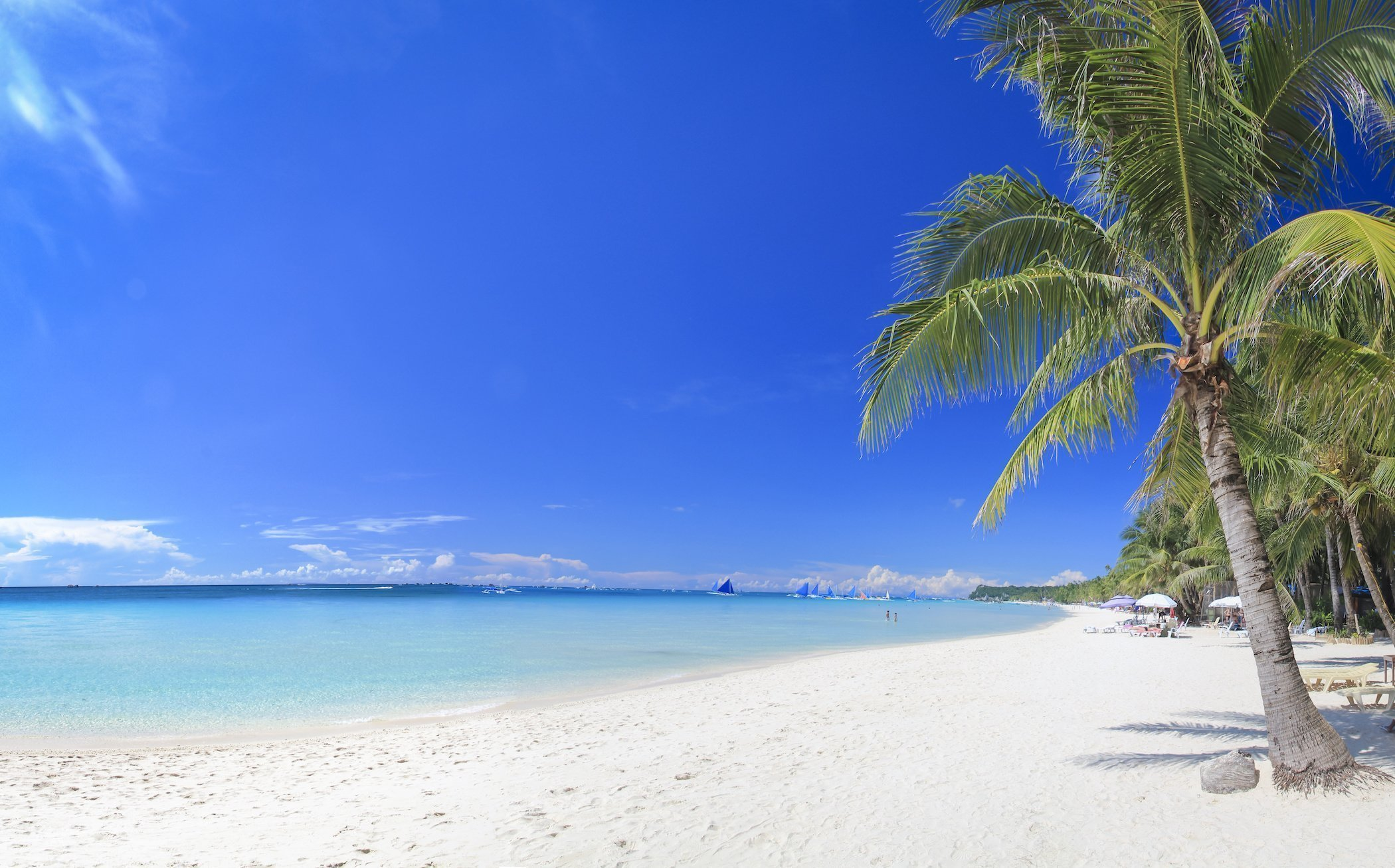 Picture perfect beach with white sand, turquoise ocean water in Boracay Island