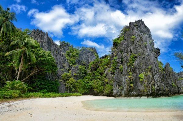 El Nido's Hidden beach nestled between the limestone cliffs