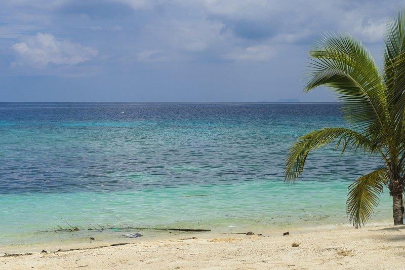 A Deserted beach in Siquijor Island