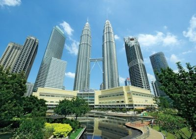 The Petronas Twin Towers and areas surrounding it are the highlights of Kuala Lumpur city tour