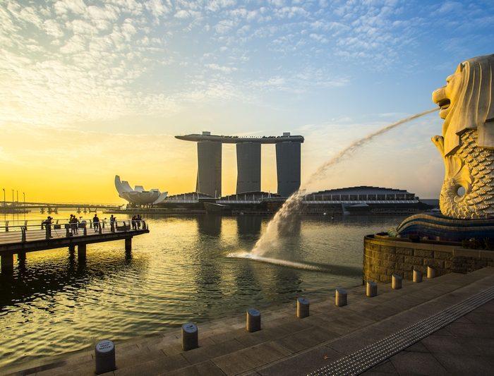 Singapore landmark Merlion with sunrise overlooking the Marina Bay