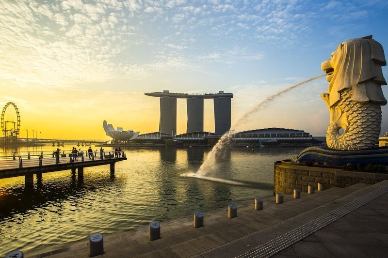 Singapore landmark Merlion with sunrise overlooking the Marina Bay
