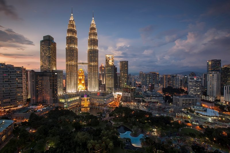 Night scenery of Kuala Lumpur's Petronas Towers