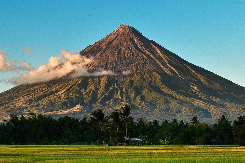 Scenic view of the Mayon Volcano in a sunny day